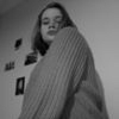 Eva zoekt een Kamer / Studio / Appartement in Den Haag