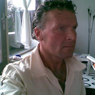 R. zoekt een Kamer / Studio / Appartement in Den Haag